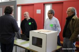 homs-en-una-mesa-de-votacion-de-la-consulta-9-n